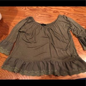 Sanctuary olive green eyelet 3/4 sleeve top L